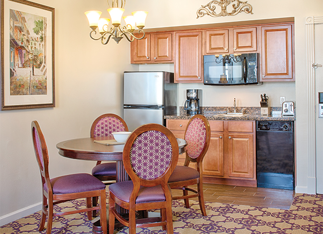 new-orleans-louisiana-wyndham-la-belle-maison-kitchen