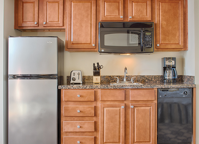 new-orleans-louisiana-wyndham-la-belle-maison-studio-kitchen-1