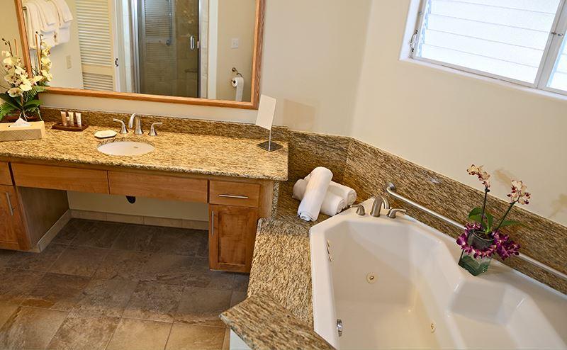 princeville-kauai-hawaii-wyndham-shearwater-bathroom1